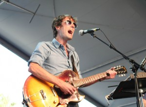Andrew_Bird_at_2007_Coachella_Valley_Music_and_Arts_Festival